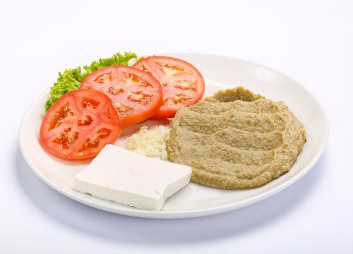 Salata de vinete cu rosii si branza